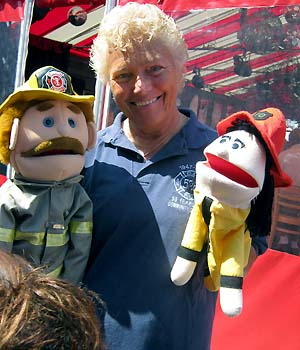 Lorraine & mascots - photo by Bruce-Michael Gelbert